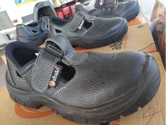 Foto de calzado de protección y seguridad de verano